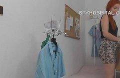SpyHospital.com - Gyn Medico spying sopra paziente carina